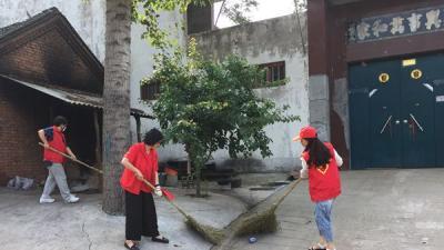 沁园中学:志愿服务到曾庄  环境整治换新颜